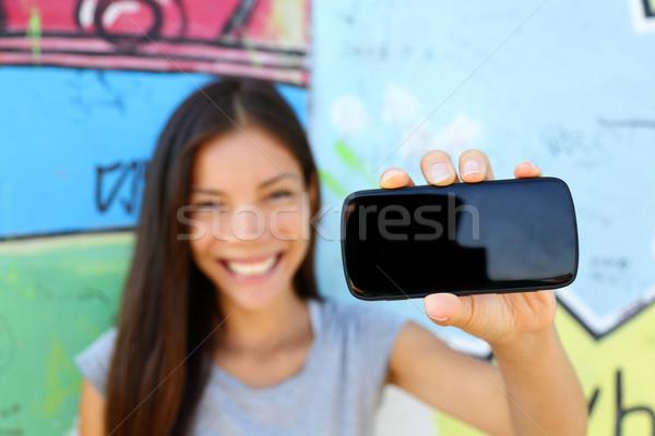 Jóvenes étnicas mujer Screen Foto stock © Maridav