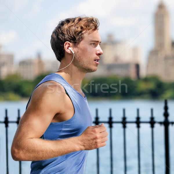 Homem corredor corrida escuta sem fio Foto stock © Maridav