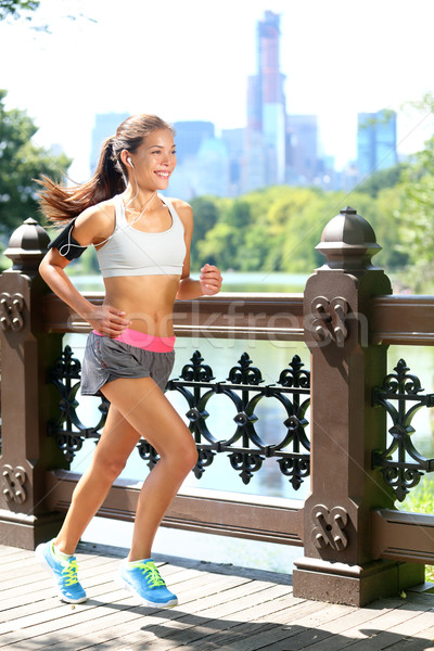 Lopen vrouw jogging muziek New York City Central Park Stockfoto © Maridav