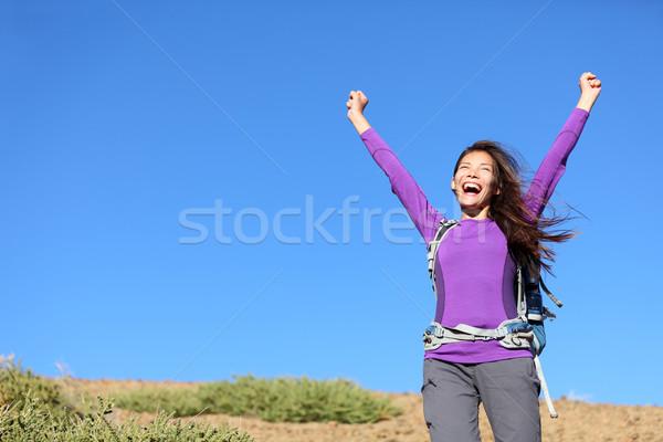 Zdjęcia stock: Sukces · kobieta · szczęśliwy · na · zewnątrz · przygoda