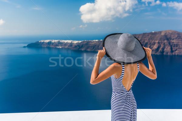 Európa luxus Santorini úticél nő nyári vakáció Stock fotó © Maridav