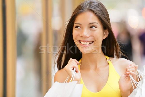 Warenkorb Frau schauen Laden Schaufensterauslage außerhalb Stock foto © Maridav