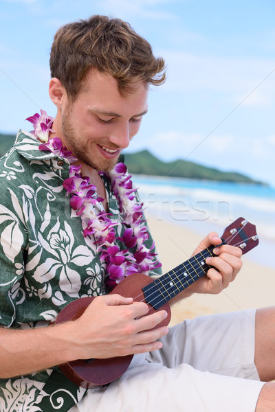 Férfi tengerpart játszik Hawaii hangszer fiatalember Stock fotó © Maridav