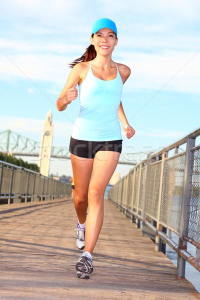 Vrouw lopen vrouwelijke runner opleiding buiten Stockfoto © Maridav