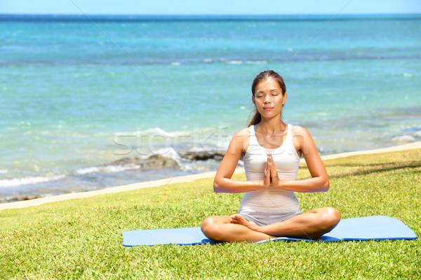 Stock fotó: Jóga · nő · meditál · megnyugtató · tenger · óceán