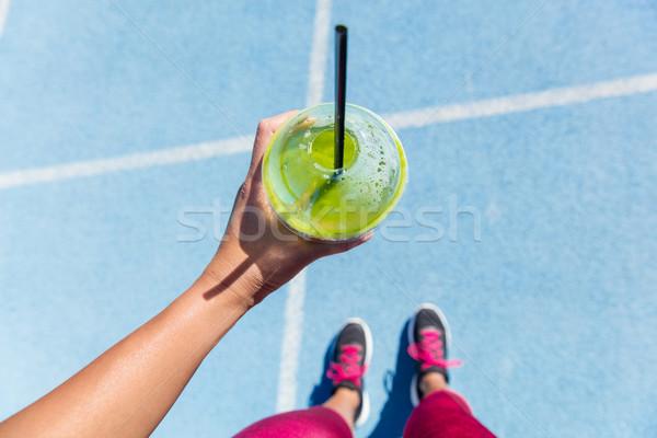 ランナー 飲料 グリーンスムージー を実行して トラック 健康 ストックフォト © Maridav