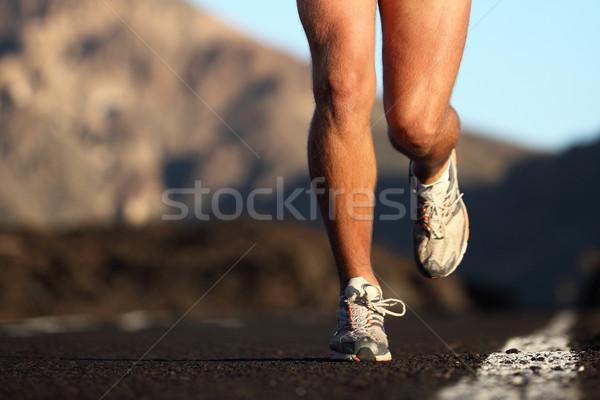 Sport loopschoenen actie mannelijke runner Stockfoto © Maridav