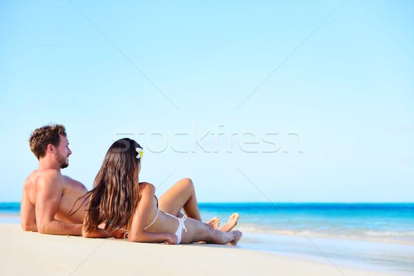 Tengerpart vakáció pár megnyugtató napozás nyár Stock fotó © Maridav