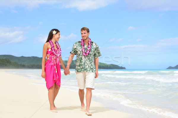 Plage couple Hawaii vacances heureux marche Photo stock © Maridav