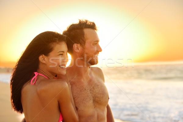 Romantik mutlu çift aşıklar plaj balayı Stok fotoğraf © Maridav