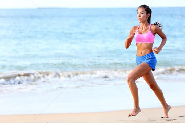 Corrida determinado mulher corredor corrida praia Foto stock © Maridav