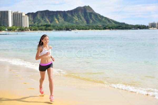 Futó sport fut fitnessz nő tengerpart jogging Stock fotó © Maridav