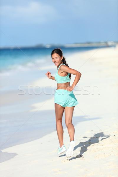 Gelukkig vrouw runner naar Maakt een reservekopie Stockfoto © Maridav