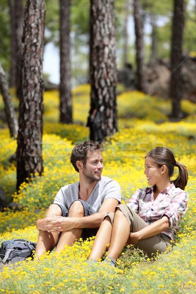 Feliz casal floresta sessão sorridente em torno de Foto stock © Maridav