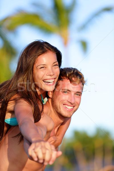 Pár jókedv tengerpart férfi háton barátnő Stock fotó © Maridav