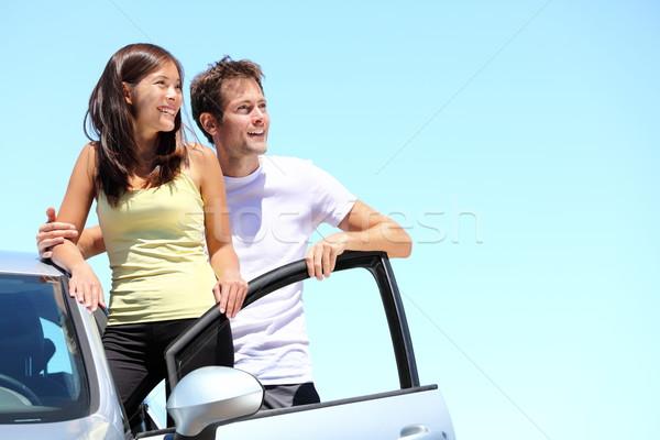 Сток-фото: счастливым · пару · автомобилей · молодые · Постоянный · глядя