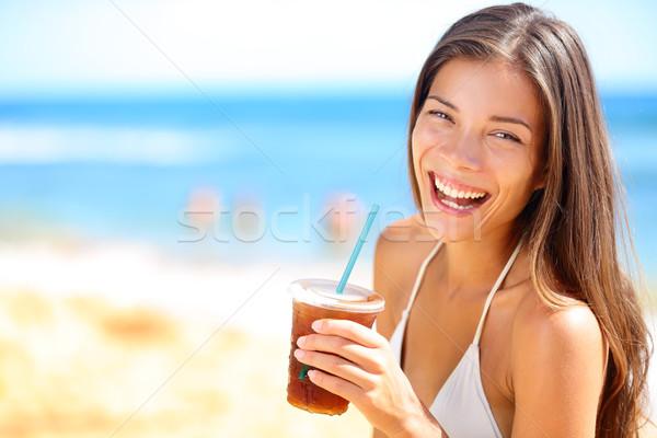Spiaggia donna bere bevanda fredda Foto d'archivio © Maridav