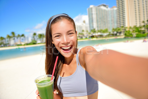 Fitness fille potable smoothie vert vert légumes Photo stock © Maridav