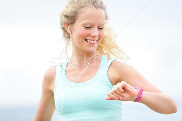 работает женщину глядя частота сердечных сокращений контроля Смотреть Сток-фото © Maridav