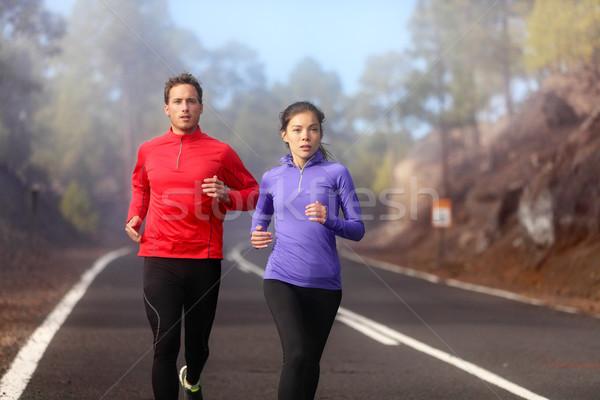 Lopen paar opleiding cardio koud natuur Stockfoto © Maridav