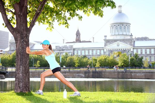 Stad runner training vrouw boom Stockfoto © Maridav