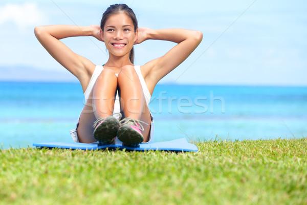 Exercice femme s'asseoir entraînement extérieur formation Photo stock © Maridav