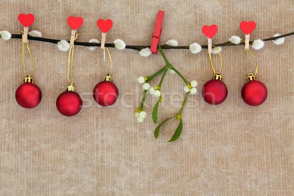 Natal tempo vermelho bugiganga decorações visco Foto stock © marilyna