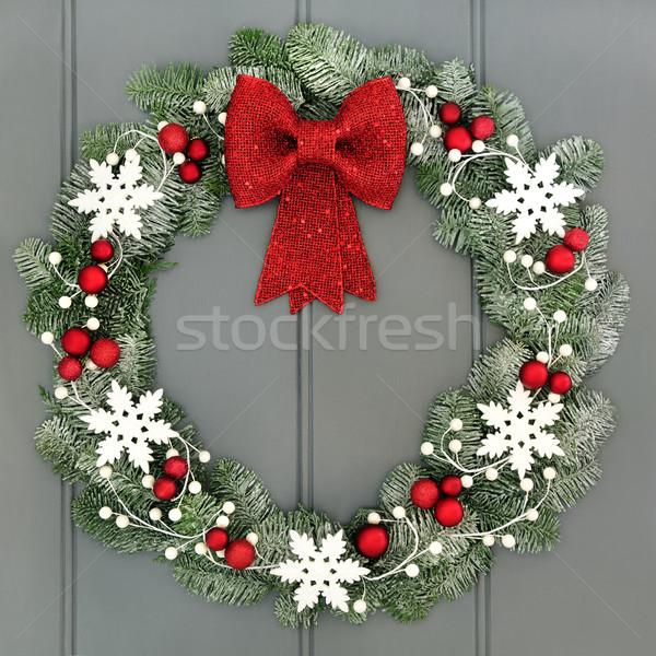 Decorativ Crăciun coroana roşu arc alb Imagine de stoc © marilyna