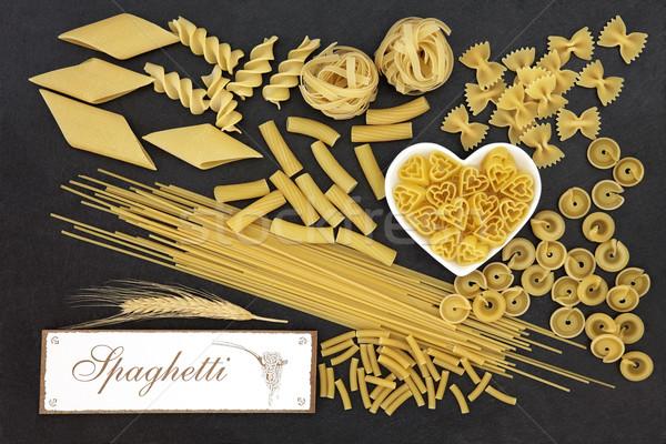 Teljeskiőrlésű búza tészta spagetti felirat szív alakú Stock fotó © marilyna