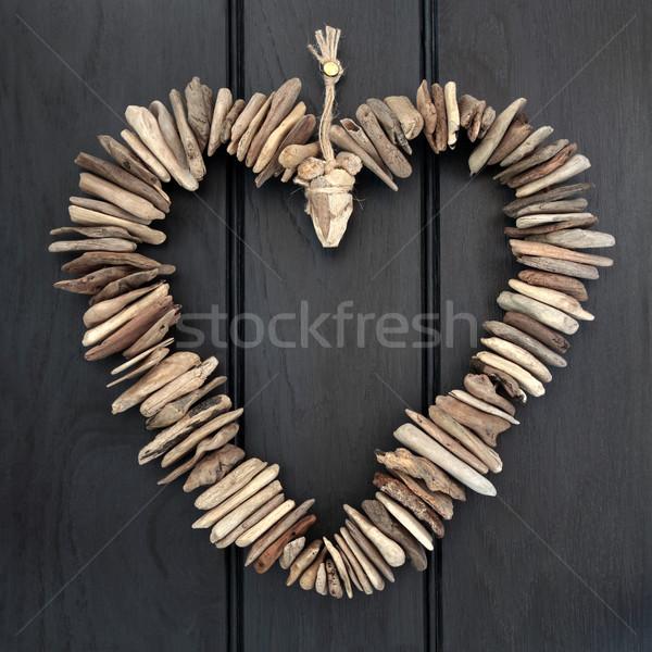 Troncos coração enforcamento escuro carvalho madeira Foto stock © marilyna