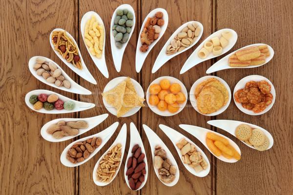 Snack partij levensmiddelen porselein gerechten eiken voedsel Stockfoto © marilyna