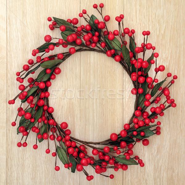 Kırmızı önemsiz şey çelenk Noel meşe kapı Stok fotoğraf © marilyna