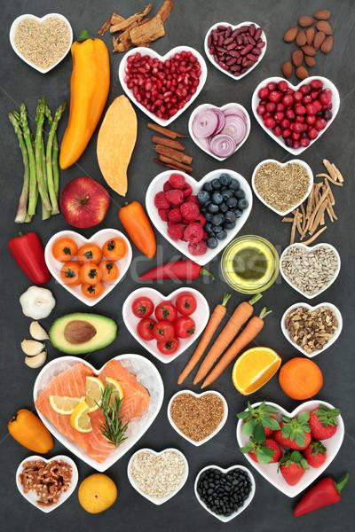 Voedsel gezond hart vruchten groenten vis noten Stockfoto © marilyna