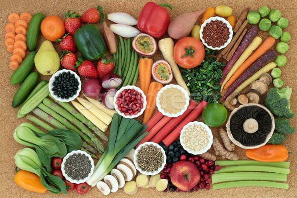 Egészséges étrend szuper étel friss zöldségek gyümölcs hüvelyesek Stock fotó © marilyna