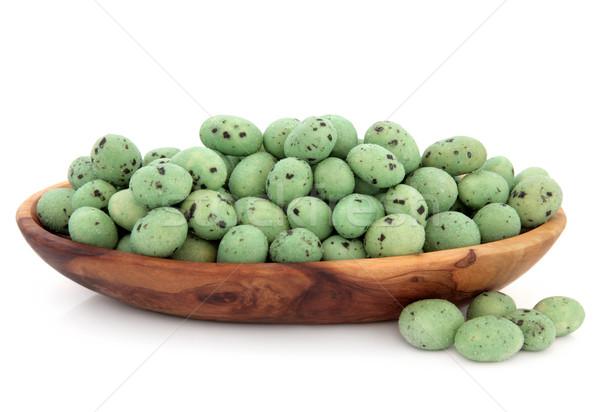 Wasabi orzeszki ziemne oliwy drewna puchar biały Zdjęcia stock © marilyna