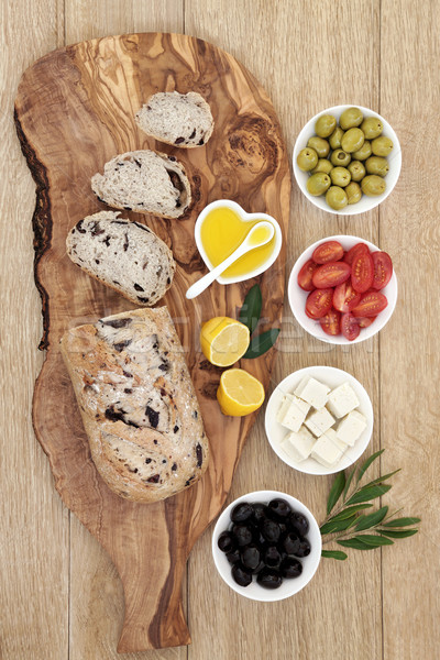 Görög antipasti olajbogyó kenyér fa deszka fetasajt Stock fotó © marilyna