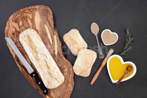 Ekmek somun zeytin ahşap tahta buğday Stok fotoğraf © marilyna