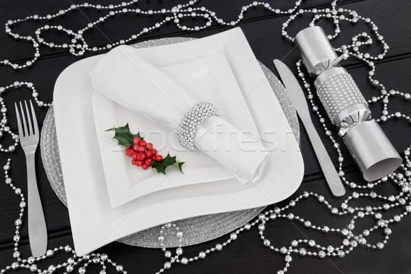 Natal mesa de jantar branco placas talheres Foto stock © marilyna