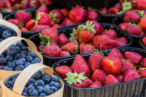свежие клубники улице рынке продовольствие природы Сток-фото © Mariusz_Prusaczyk