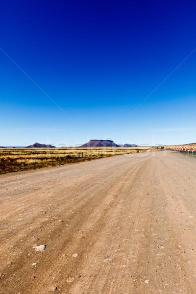 Földút kilátás hegyek oldal kicsi asztal Stock fotó © markdescande