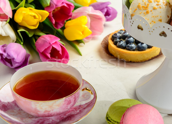 Boeket tulpen witte mooie feestelijk gebak Stockfoto © markova64el