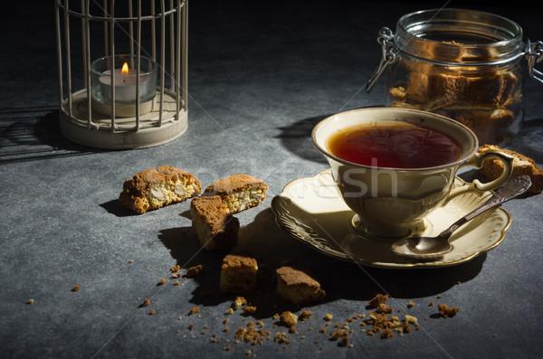 Csésze tea mandula sütik sötét kulcs Stock fotó © markova64el