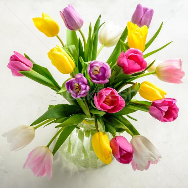 Virágcsokor tulipánok fehér gyönyörű ünnepi háttér Stock fotó © markova64el