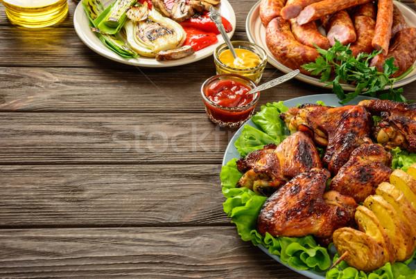 Ebédlőasztal választék űr étel sültcsirke szárnyak Stock fotó © markova64el