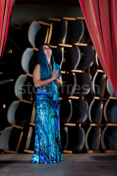 Genç aktris sahne mavi elbise dua eden Stok fotoğraf © maros_b
