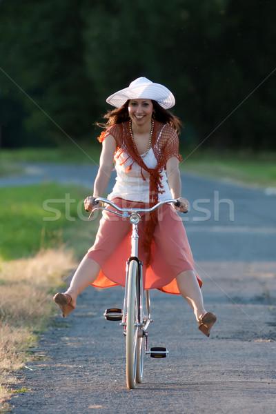 d8fc1b63dd60ae Retro meisje oude fiets vrouw oranje Stockfoto © maros b