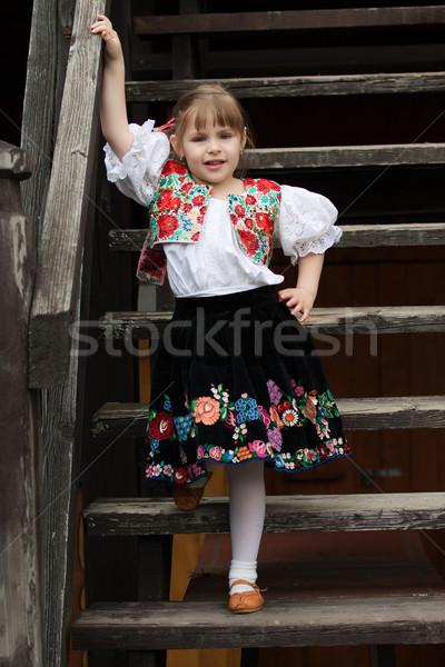 Bambina tradizionale costume scale piedi fiori Foto d'archivio © maros_b