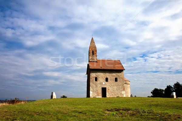 Chiesa Hill vecchio erboso nuvoloso cielo Foto d'archivio © maros_b