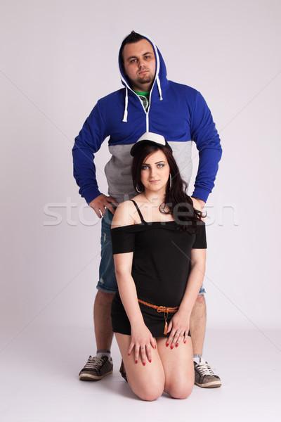 Fiatal pér stúdió rapper ruházat pózol nő Stock fotó © maros_b