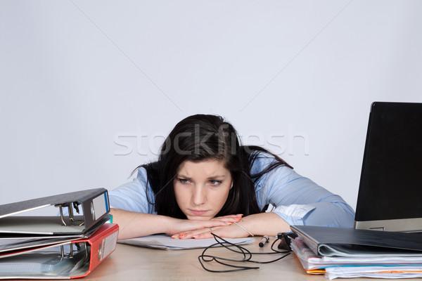 Giovani femminile impiegato desk tavola Foto d'archivio © maros_b